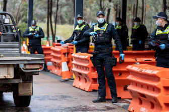 Victoria Police enforce border restrictions in Chiltern.