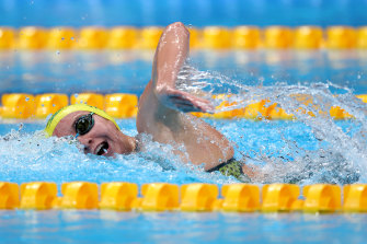 Ariarne Titmus en route to her easy heat victory in the women's 400m freestyle on Sunday night.