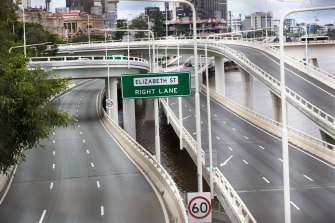 The Riverside Expressway will be closed for an entire weekend while a section of bridge is manoeuvred into place.