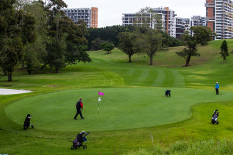 Golfers are fighting plans to reduce Moore Park golf course from 18 holes to nine to provide more parkland for residents of nearby apartments.