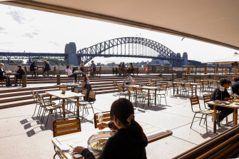 Labor is pushing for immediate changes to planning rules to make it easier for businesses to allow outdoor dining and performances.