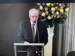 Former Prime Minister Paul Keating speaking at the funeral for Paul Murphy.