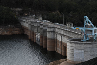 Inflows into Warragamba Dam and other reservoirs serving Sydney have plunged to well below those of the previous record low.