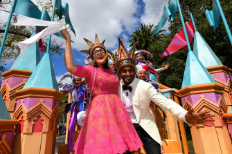 Moomba monarchs Julia Morris and Nazeem Hussain (right) on their royal float, with toilet paper at hand.