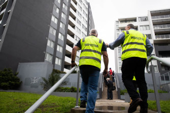 Building engineers inspect the Vicinity apartment complex last Wednesday,