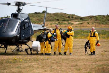 The recovery team returning on Sunday aftersearching for one of two remaining bodies on White Island.