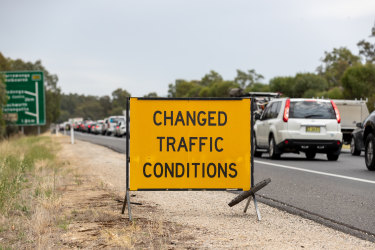NEWS January 1, 2020.Long queues of vehicles form as motorists cross the NSW-Victoria border at Albury. The border closed for Victorians who had been in the Wollongong or Blue Mountains areas at 11.59pm on New Year's Eve, and Victorians in hotspots were already banned from re-entering the state. Photo byJasonRobins