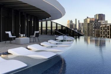 Melbourne Marriott Hotel Docklands pool