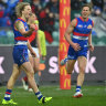 Long wait continues for Essendon as Weightman leads Dogs to semi-final