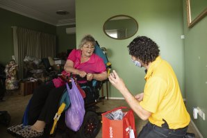 Michael Kasavetis of the Bill Crews Foundation delivers Christmas lunch to Marie Heckenberg in Merrylands.