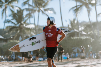 Owen Wright, who suffered a head injury at Pipeline in 2015, enters the water with a helmet.