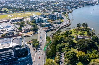 The proposed Breakfast Creek green bridge (right) to be built by Brisbane City Council.