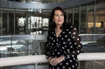 Labor's Senator Deborah O'Neill has called for AMP chair David Murray to resign.
