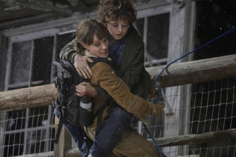 Angelina Jolie and Finn Little in Those Who Wish Me Dead.