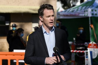 NSW Labor Chris Minns says the opposition will hold an economic forum for Sydney's worst hit COVID areas.