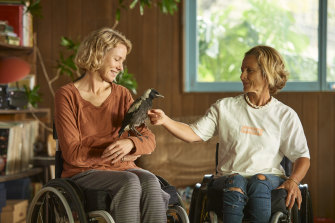 Naomi Watts and a magpie co-star in Penguin Bloom meet Sam Bloom on the set (aka Sam's house).