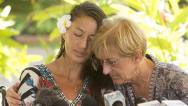 Amanda Eller, with her mum Julia, told the media how she survived the Hawaii wilderness.