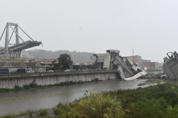 'Immense tragedy': At least 22 dead in bridge collapse
