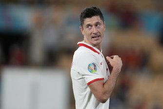 Robert Lewandowski equalised for Poland to keep their Euro 2020 hopes alive.