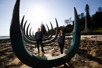 The artwork symbolises both the ribs of the Endeavour and the bones of a whale.