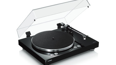 The reason for the short tonearm is unclear, but it doesn't hurt the sound.