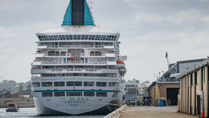 WA cruise ship crisis looms after more than 70 on docked vessel show COVID-19 symptoms