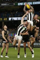 Jamie Elliott soars above the pack.