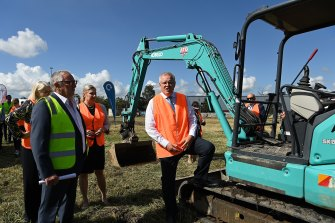 Prime Minister Scott Morrison talks with Energy Renaissance staff at their site in Tomago.