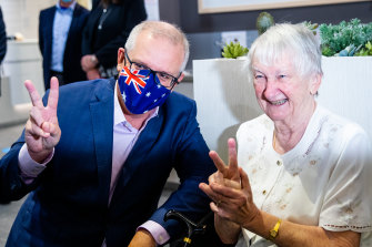 Aged care COVID-19 vaccination program a 'debacle'