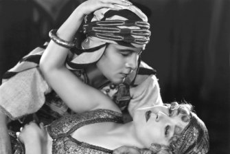 Rudolph Valentino and Vilma Banky in The Son of the Sheik.