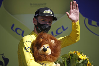 Adam Yates wearing a mask and the coveted yellow jersey.