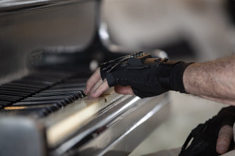 Joao Carlos Martins' new gloves have allowed the pianist to come out of retirement.
