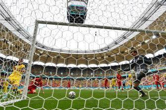 Euro 2020: Tributes for Christian Eriksen as Denmark ...