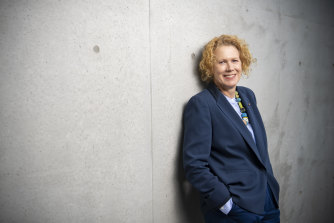 Liz Ann Macgregor has announced she will step down as director of the Museum of Contemporary Art.