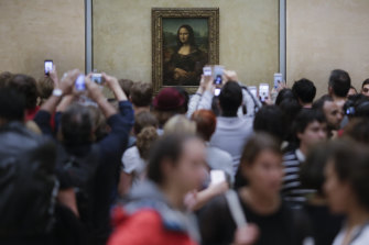 Tourists scramble to snap the all-important picture of da Vinci's iconic picture.