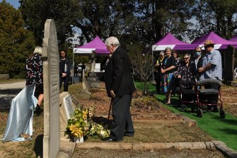 Bill Hamburger (centre) the great-great-grandson of William Tipple Smith unveiling a new headstone in Rookwood Cemetery.