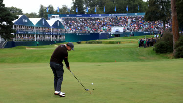 Adam Scott plays his approach to the 18th.