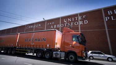 La vente de Carlton & United Breweries à une société étrangère était-elle contraire à l'intérêt national?