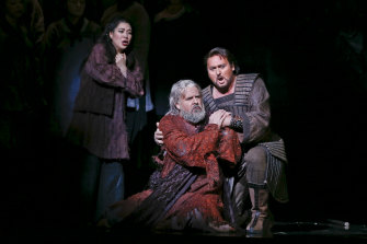 L-R: Karah Son as Liu, Richard Anderson as Timur and Walter Fraccaro as Calàf.