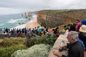 Great Ocean Road Regional Tourism says the 12 Apostles need better tourism facilities.