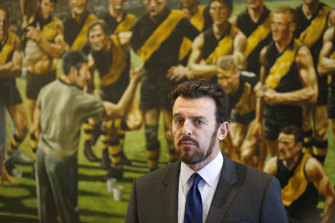 Brendon Gale announces Maureen Hafey will present the premiership cup if Richmond win.