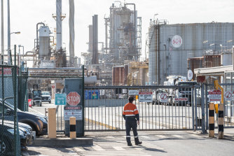 The refinery shutdown looks set to put up to 300 people out of a job.