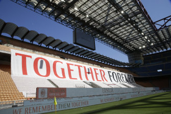 AC Milan pay tribute to Lombardy residents lost during the coronavirus pandemic.