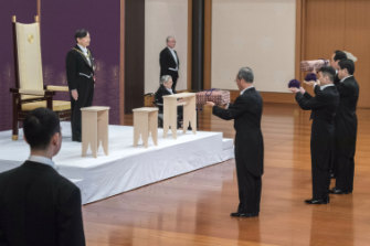 The new Emperor receives the sword and jewel as proof of his succession.