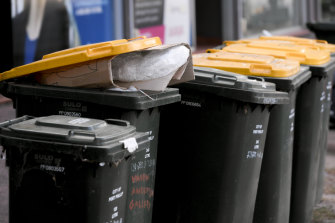 Recycling associations want households to be fined if they put they dump the wrong thing in their recycling bins.