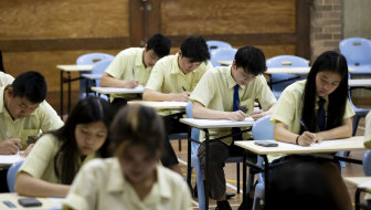 The government has announced plans to return Year 12 to the classroom.