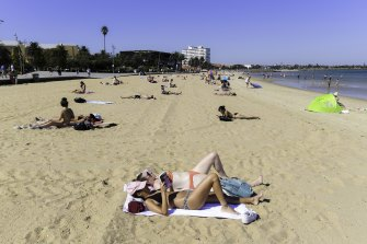 Melburnians enjoying their Easter Saturday with the unusually hot weather at St Kilda Beach.