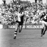 Tony Lockett kicked ten-goals-seven for the match.