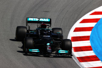 Lewis Hamilton drives his way to pole position for the 100th time.