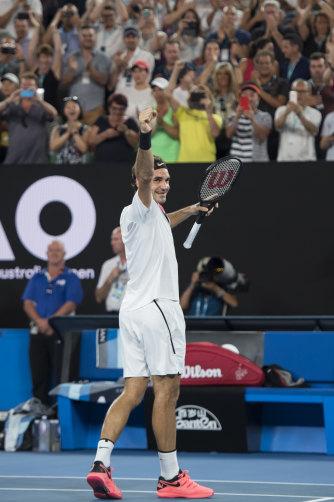 Federer beats Croatia's Marin Cilic in  five sets to claim the 2018 Australian Open.